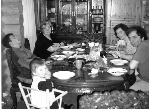 Жили-были, ели-пили. Семейные истории